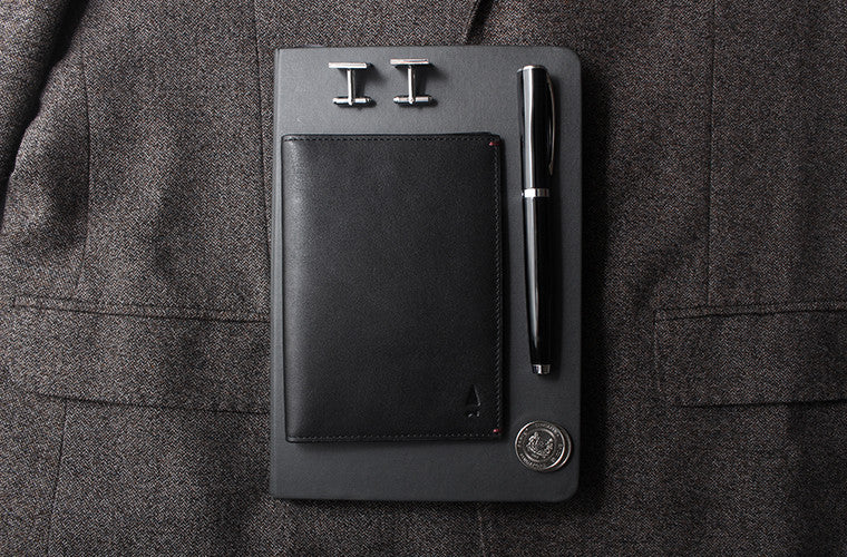 Discreet and sophisticated, the full-grain leather Cloak passport holder in Onyx Black holds all your travel essentials in a silhouette that fits your hand like a pair of leather gloves.