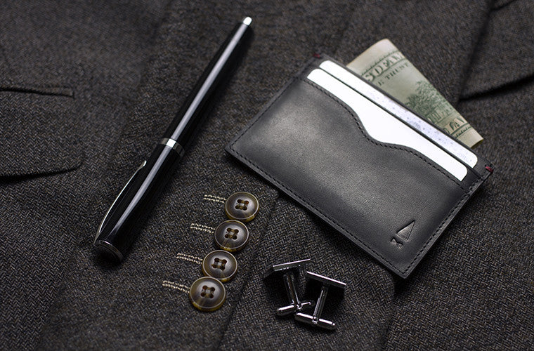 Simple and elegant, this slim full-grain leather cardsleeve in Onyx Black is the go-to complement to any wallet, with its timeless design allowing easy access to your cards.
