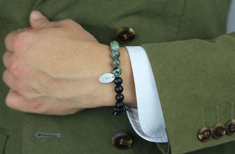 The Knightclaw zirconia stones bracelet in Jasper Green offers two styles in one, allowing you to switch it up depending on your mood or the occasion