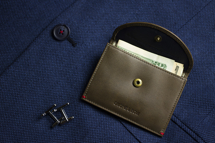 The Leicester Full-grain leather Coin Case in Jungle Green carries both cards and coins with a slim silhouette, making it a classy piece for the distinguished gentleman.