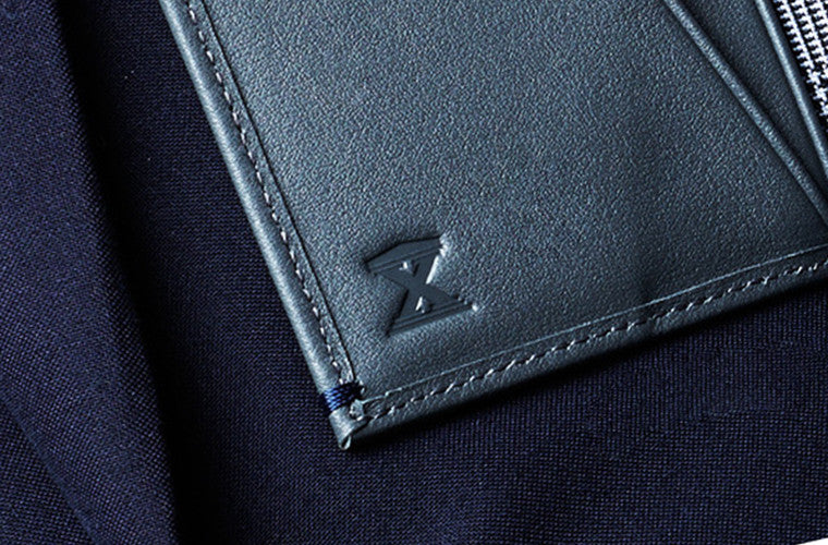 The Livia Full-grain leather Card Wallet in Grey hails from AUGUSTUS: An exclusive wallet collaboration with AUGUSTMAN to celebrate their 10th anniversary.