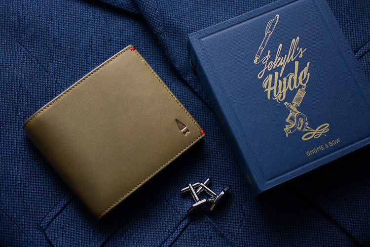 The Regent is the quintessential full-grain leather billfold crafted for the modern gentleman, with a touch of Midnight Blue hue and a contrasting alter ego colour inside.