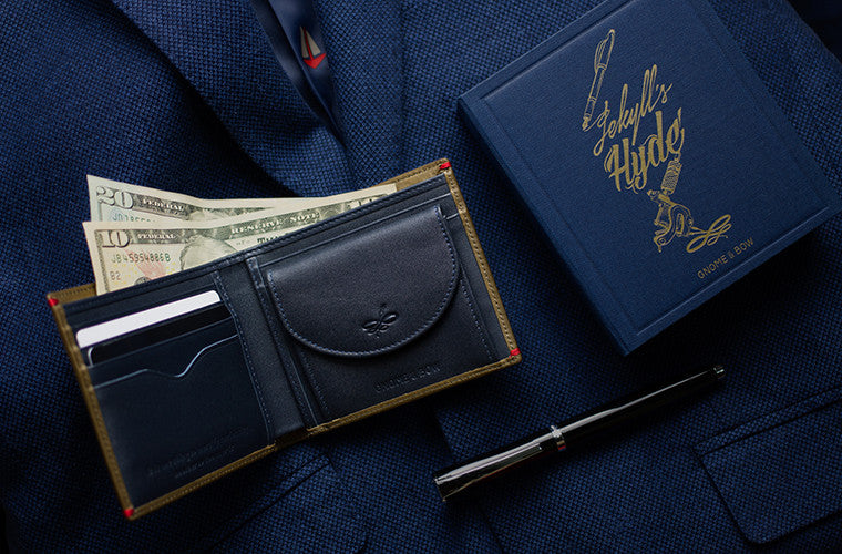 The Regent Coin Billfold in Jungle Green is designed with full-grain leather to be the holdall of wallets. With a two-color leather construction, the shades of jungle green and deep sea blue makes it a man's wallet with a twist.