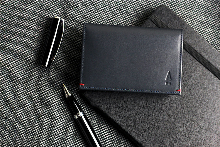 The classy Warren full-grain leather cardholder in Midnight Blue inspires confidence, just as great conversations would in any social setting.