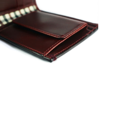 The Linden full-grain leather Coin Billfold in Oxblood melds the dashing looks of a classic with the unrivalled functionality of a coin pouch – all in a one slick profile.