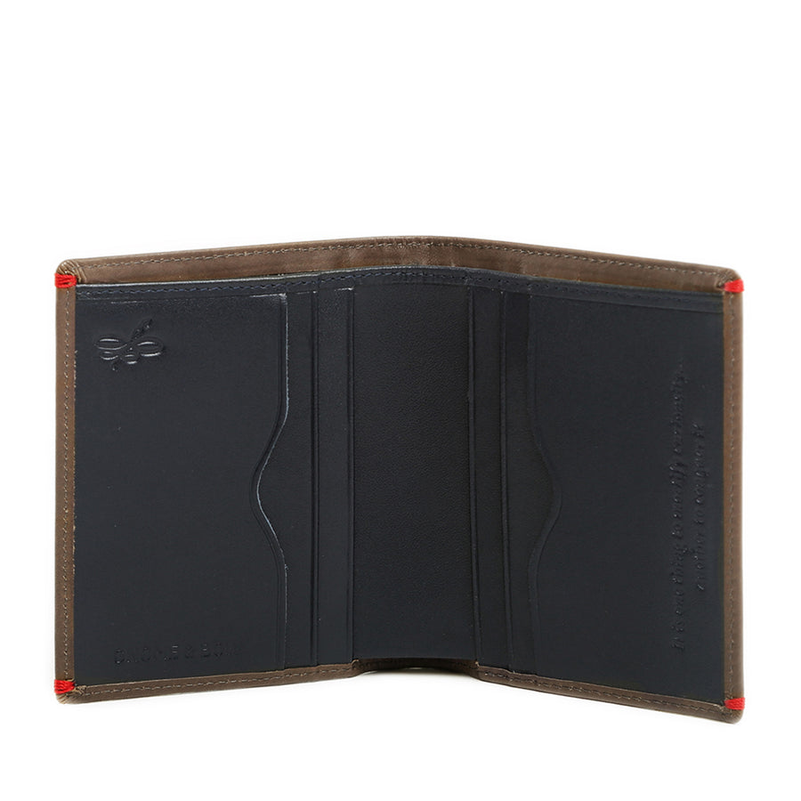 The Brighton Card Wallet exudes a Jungle Green full-grain leather hue on the outside with a deep shade of blue on the inside. Designed with a streamlined portrait aesthetic, its ideal for the urban gentleman who is inclined towards minimalism but is always prepared.