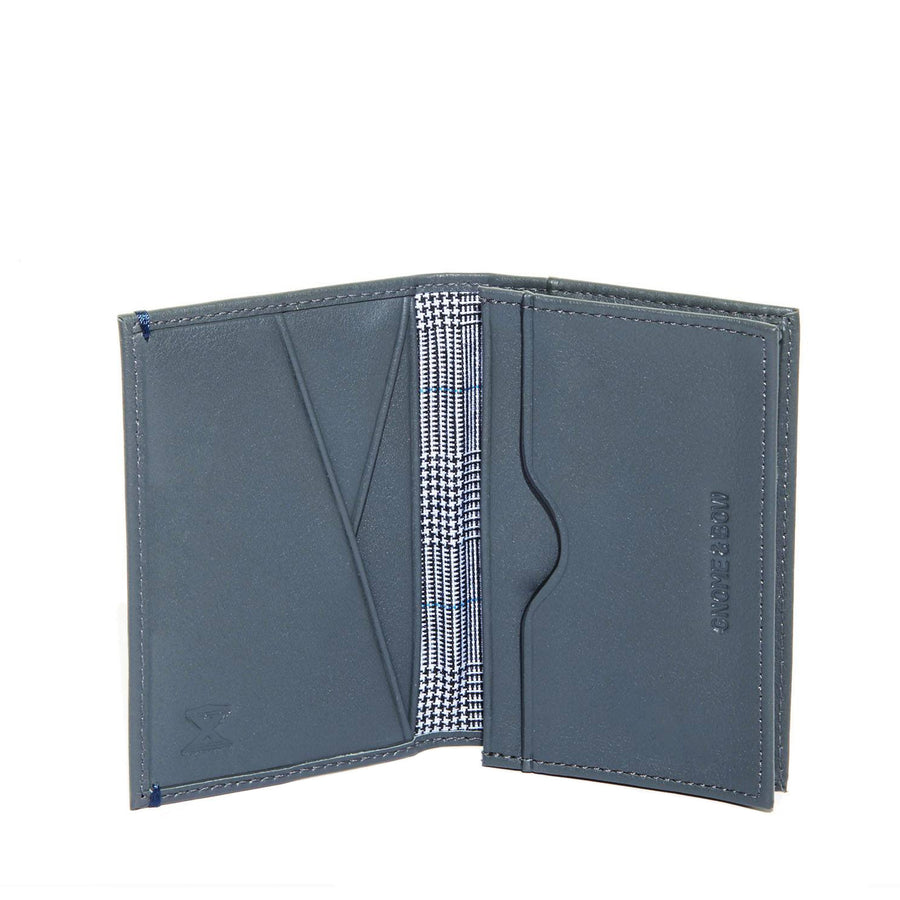 The Maecenas Full-grain leather Card Holder In Grey hails from AUGUSTUS: An exclusive wallet collaboration with AUGUSTMAN to celebrate their 10th anniversary.