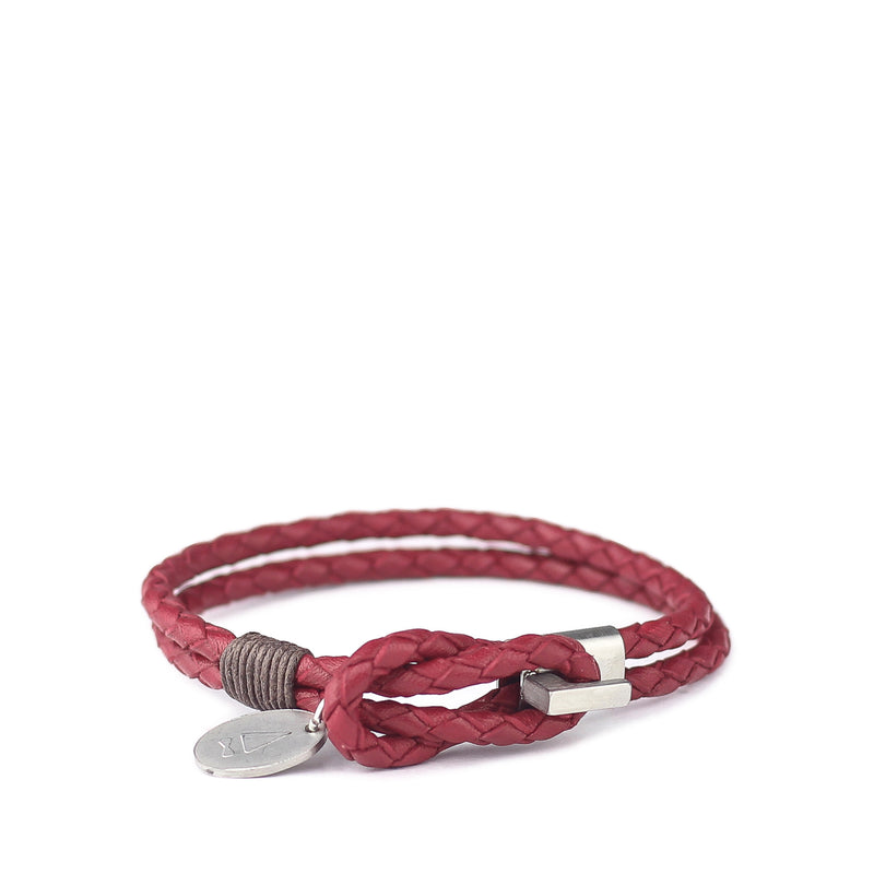 Woven from Italian full grain leather, the Smith braided bracelet speaks volumes of style through its crisp silhouette and refined hardware. Expect a beautiful patina to form over use and time.