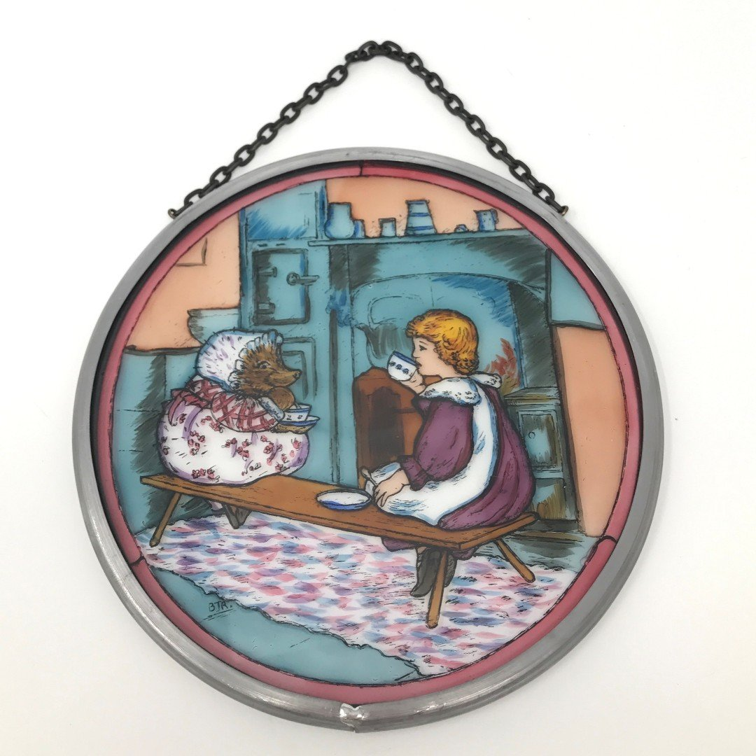 "Hand Painted Stained Glass Roundel - Beatrix Potter Mrs Tiggywinkle (5"")"
