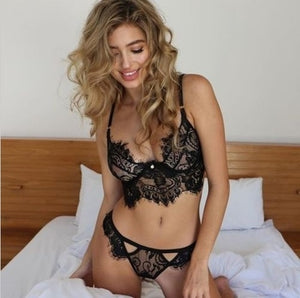 Sexy Eyelash Lace Hollow Three-point Women's Bra Panties Lingerie