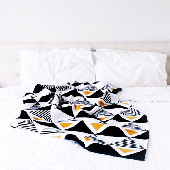 Envie Throw Blanket - Gold