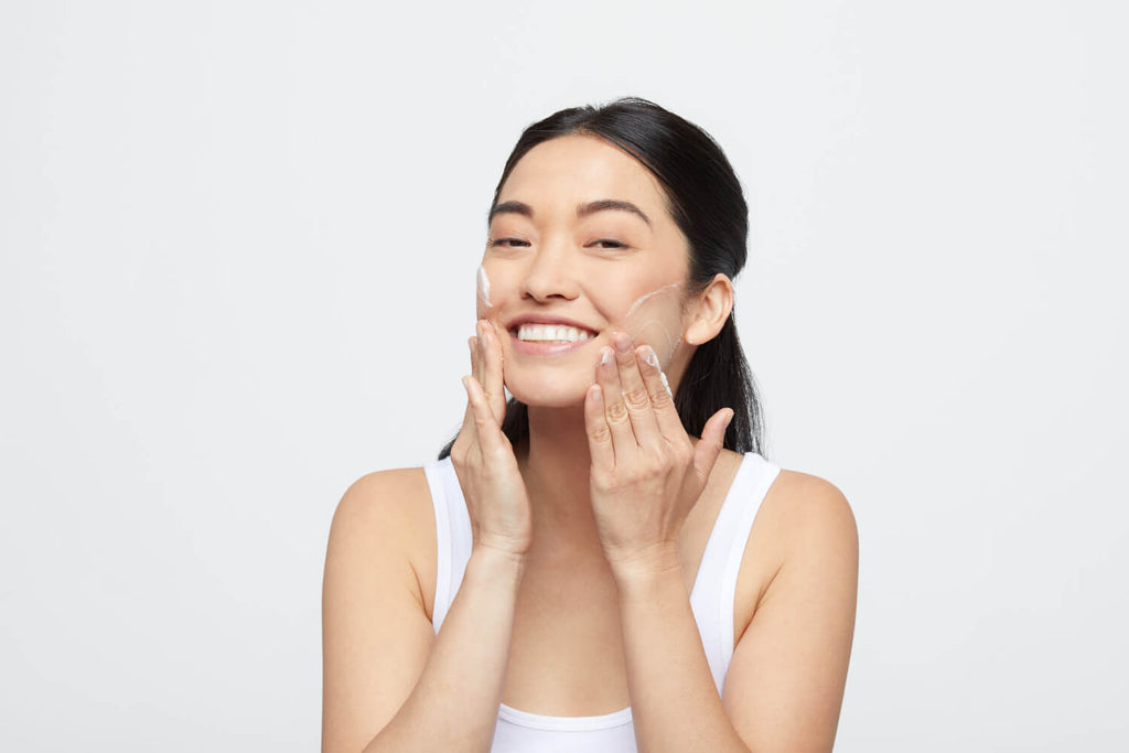 girl applying precleanse balm