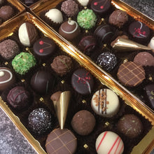 Load image into Gallery viewer, Large Luxury Mixed Chocolate Selection Box