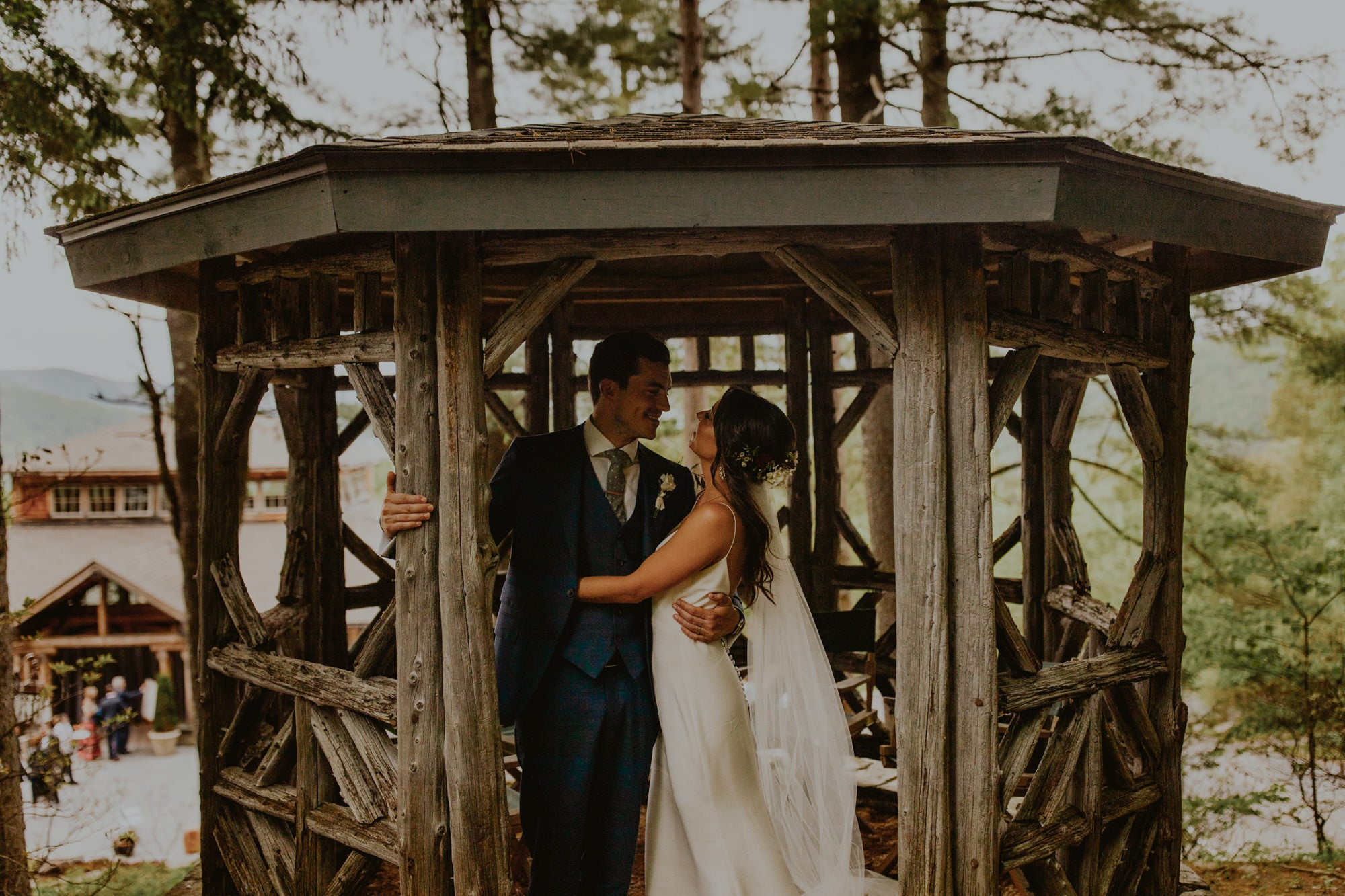 Wedding photo in the pagoda