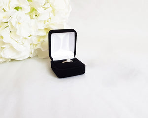 Black Velvet Single Ring Box - White Interior title
