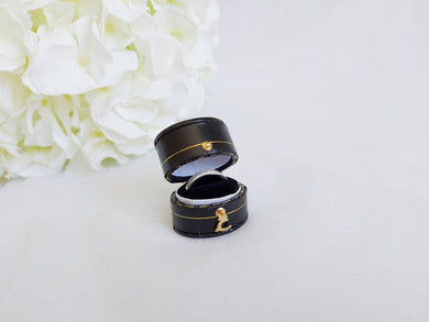 Black Vintage Style Traditional Heirloom Single Ring Box title