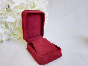 Red Luxury Suede Pendant Box title