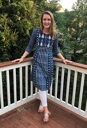 teardrop patch print long cotton tunic navy-white, with 3/4th long sleeves paired with white leggings.