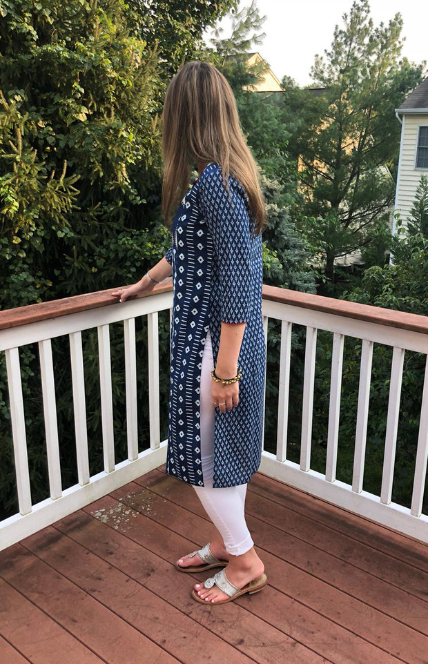 back view of teardrop patch print long cotton tunic navy-white, with 3/4th long sleeves paired with white leggings.