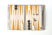 Load image into Gallery viewer, Backgammon de viaje tejus plata beige blanco con amarillo