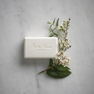 A luxurious, triple-milled vegetable-based soap bar fragranced with the rich, warm sensual scent of Patchouli & Black Pepper.  KEY INGREDIENTS Sustainable Palm oil, rich with vitamin E to nourish the skin. Shea butter, deeply moisturising, naturally rich in vitamins A and E. Glycerine, a natural humectant to help seal moisture into the skin. Pepper seed extract, to help soften and tone the skin. Sunflower seed oil, a natural antioxidant. Vitamin E, hydrates and protects the skin. Made with 98% natural ingre