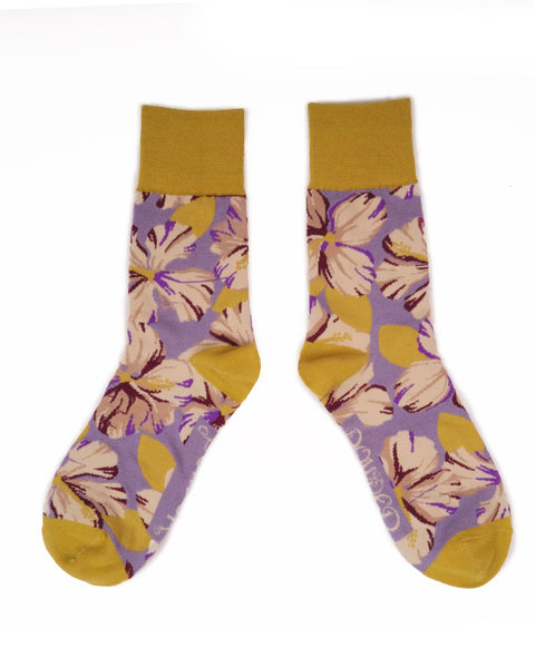 You can almost smell the tropics with these Hibiscus Floral Socks, rain or shine they are sure to add the perfect amount of vibrancy to any outfit! Delivered with complimentary Powder gift bag for the perfect present.  Measurement: Men's Shoe Size 8-12 UK Fabric: 65% Bamboo, 15% Cotton, 10% Nylon, 10% Elastane