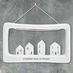 Hang this decorative porcelain plaque on a wall or door, another lovely gift perfect for now when we can't see the special people in our lives.  This delicate sign features a beautiful set of houses at the bottom of an open porcelain frame. Little sentiment along the bottom of the Frame reads 'Friendship knows no distance', written in the classic East of India font. It comes in an East of India themed gift box. Dimensions: 7 x 12 x 2cm