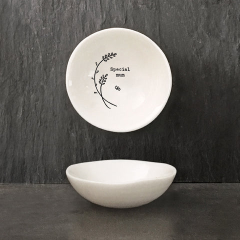 Another beautiful addition to the porcelain range from East of India.  This dainty bowl is a perfect  gift for Mothers Day or a birthday. Size: 6 x 1.8 x 6cm