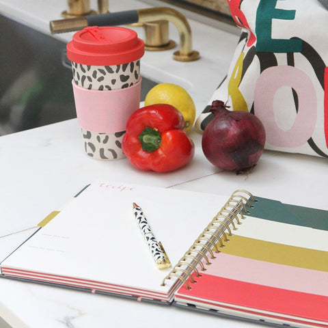 This Food Journal has a durable hardback cover and spiral binding. The pages included colour block divider pockets, stickers and pages for your favourite recipes, meal planning and restaurant reviews. The perfect gift for a real foodie! Dimensions: H214x W190 x D17mm