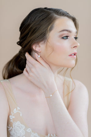 gold single pearl dainty chain bridal bracelet - blair nadeau bridal adornments - toronto ontario canada - whitney heard photography