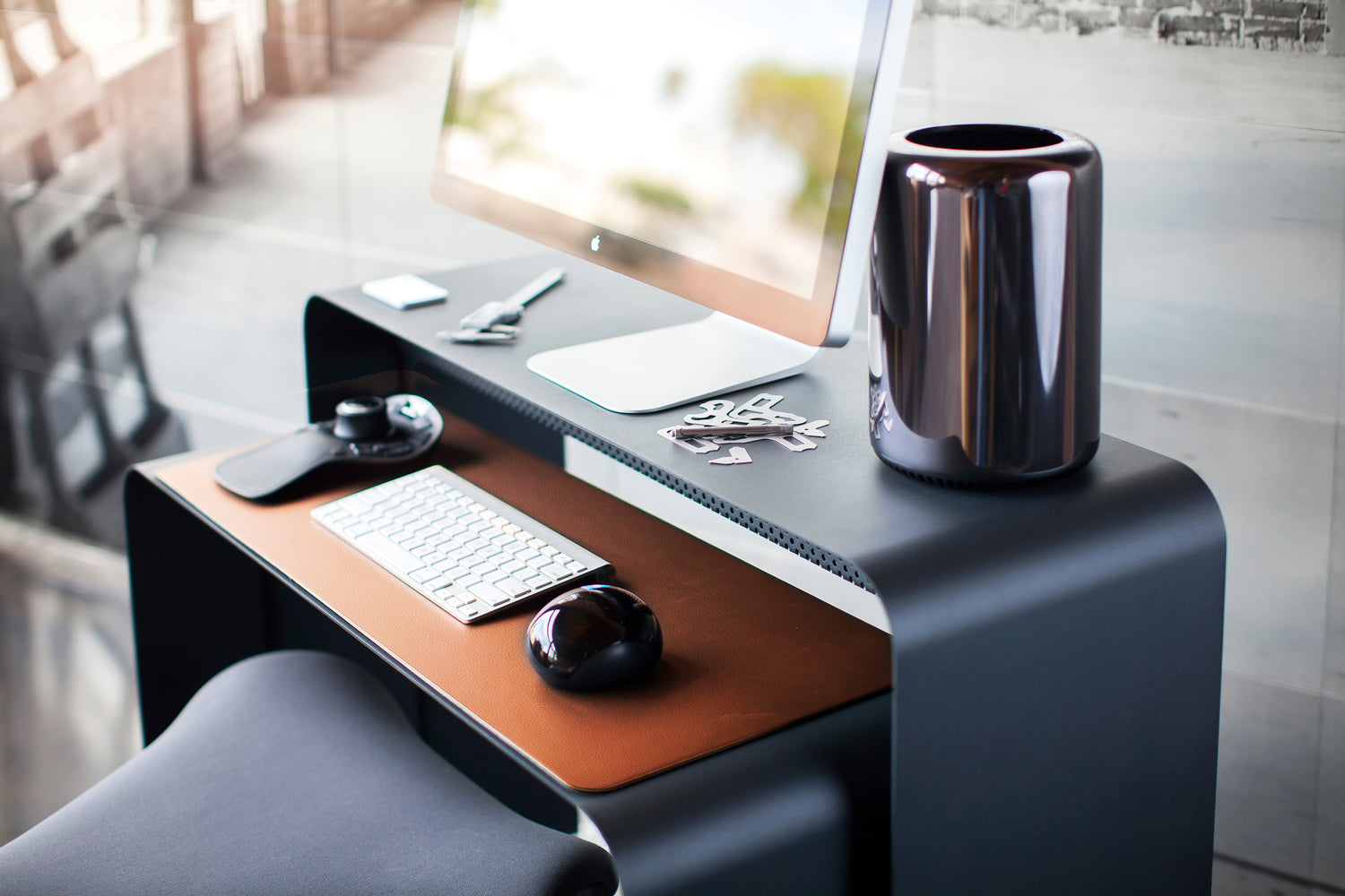 onelessdesk tenth anniversary edition with leather desk pad