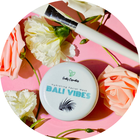 Clay mask Bali Vibes to hydrate the skin, with flowers around