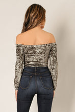 Load image into Gallery viewer, SUZZY VELVET CROP TOP