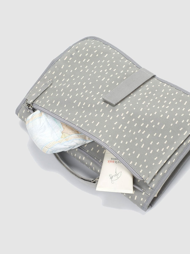 storksak organic change station grey raindot, close up of zipped pocket with nappies inside