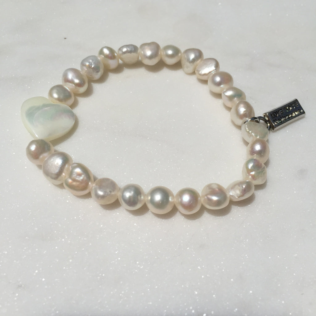 Fresh Water Pearl and Natural Seashell Heart Charm Stretch Bracelet