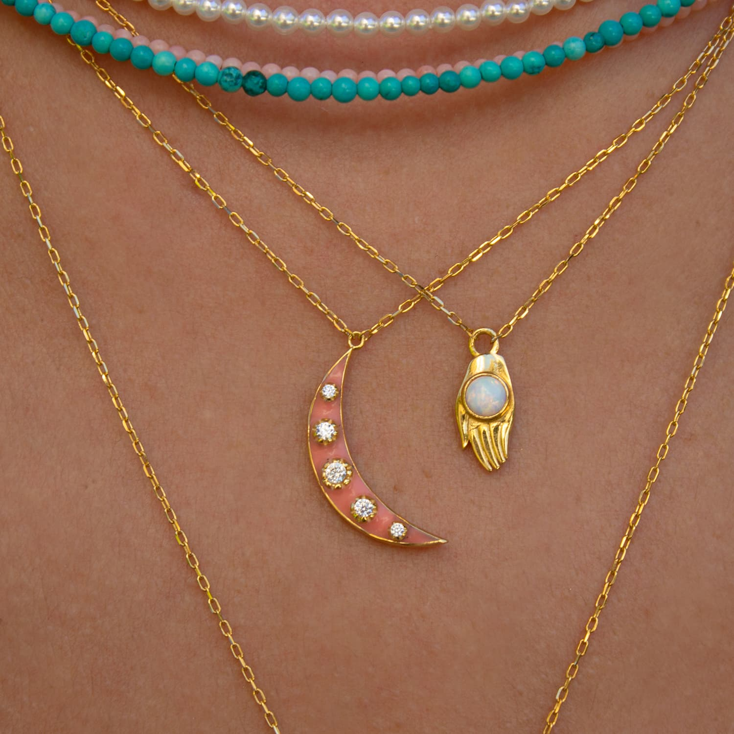 LUNA CORAL MINNED NECKLACE