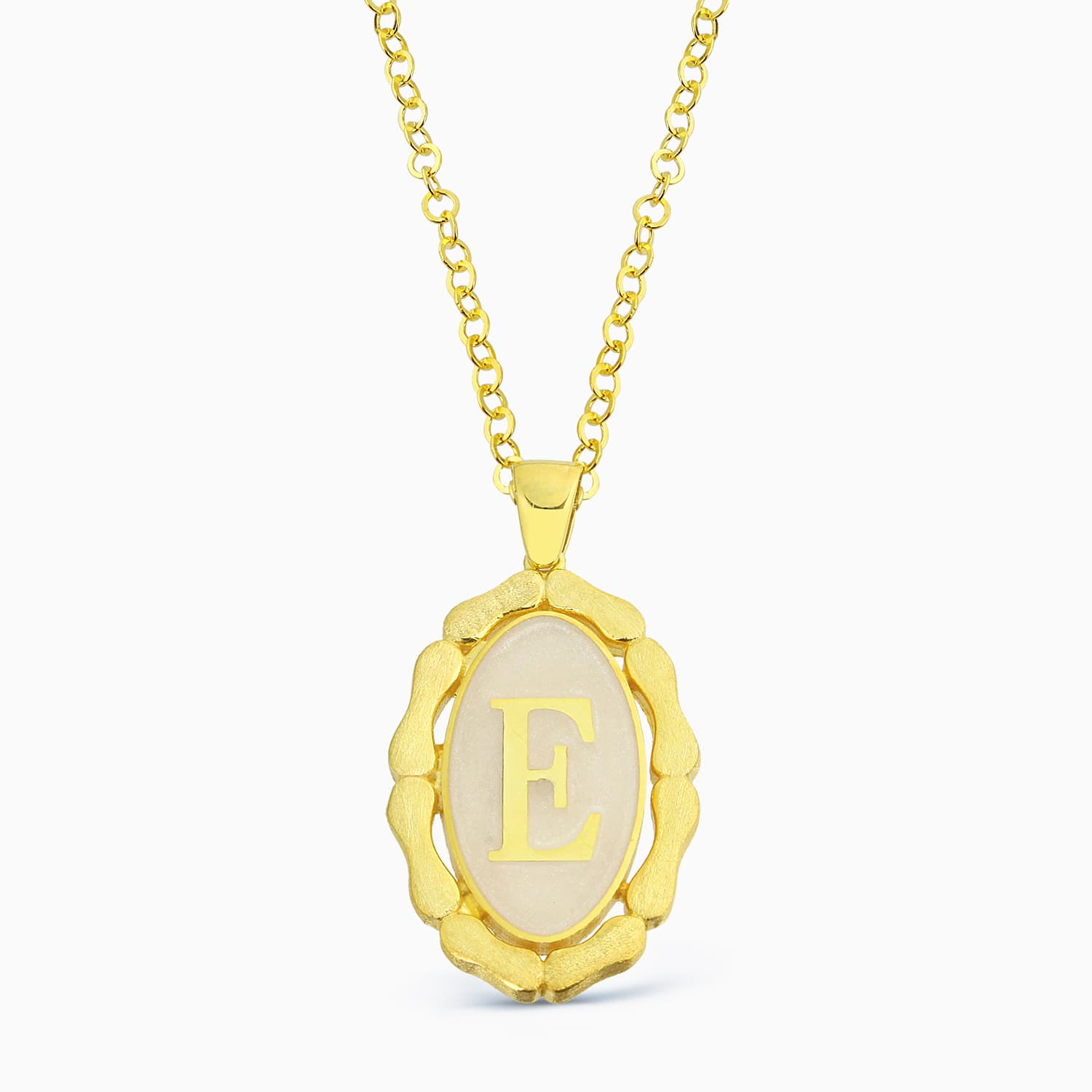 LETTER E MINNED NECKLACE