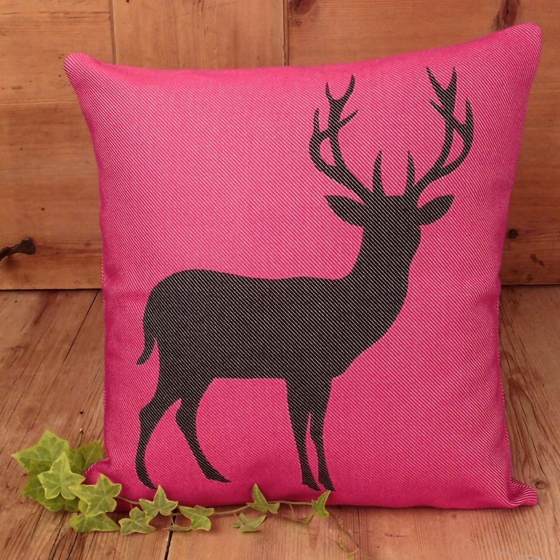 Federa cuscino fantasia cervo, fucsia nero, stile tirolese country - Gaidra HOME