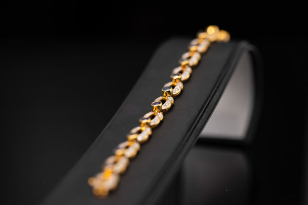 18K Yellow Gold Bracelet with Diamonds & Sapphire
