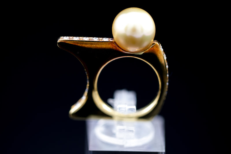 Gold Lip Pearl Ring