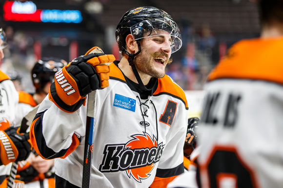 Game Worn 2019-2020 White Komets Jersey - #10 BRADY SHAW