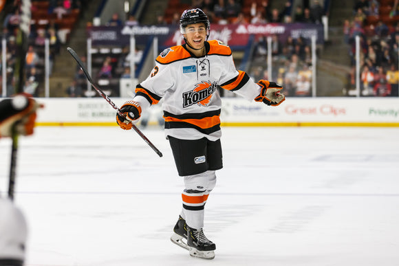Game Worn 2019-2020 White Komets Jersey - #23 MAX GOTTLIEB