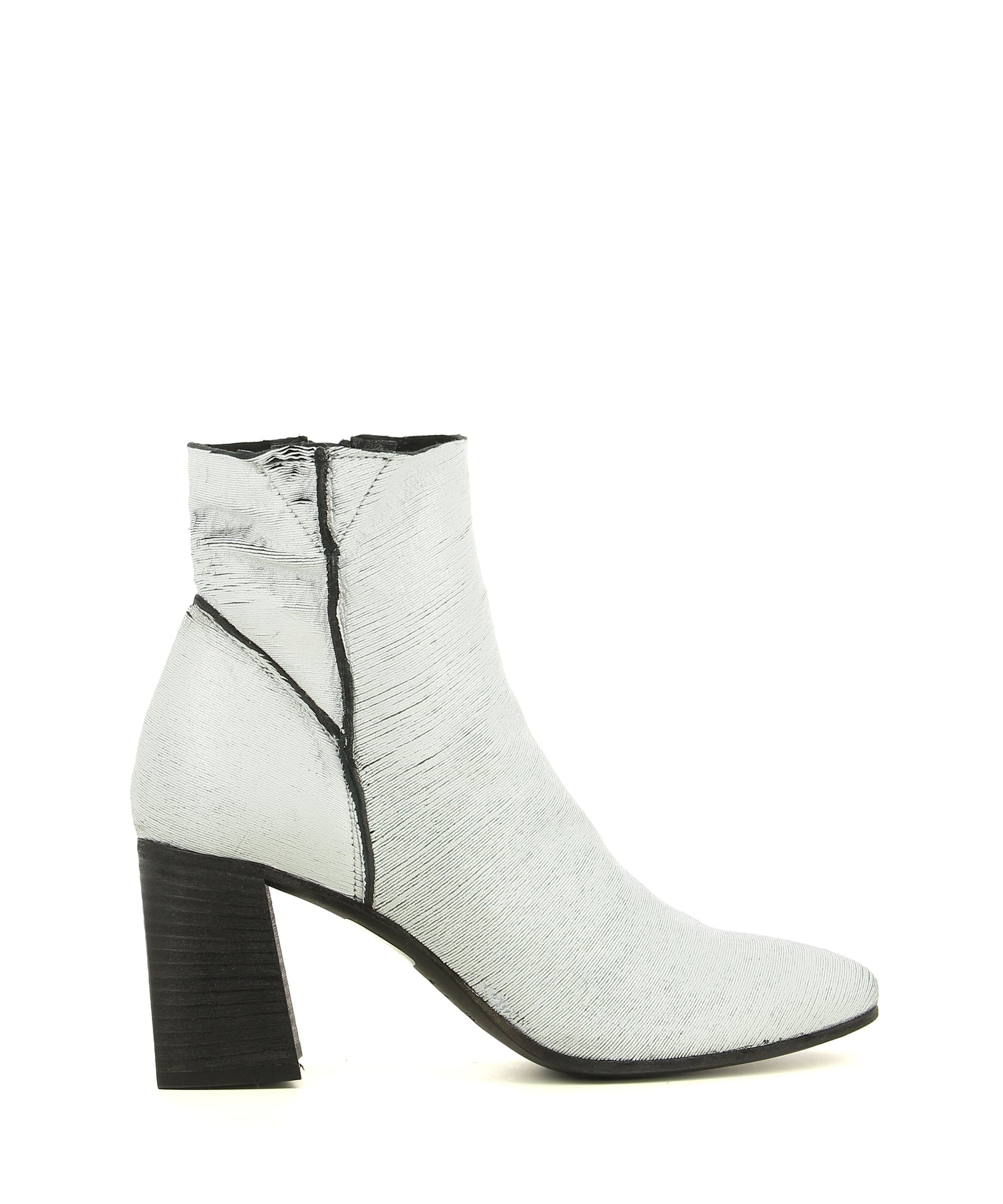 Italian white Italian leather ankle boots that have zipper fastening and features a laser-cut finish to the upper, contrast black seems a black 7.5 cm block heel and an almond toe by Elena Iachi.