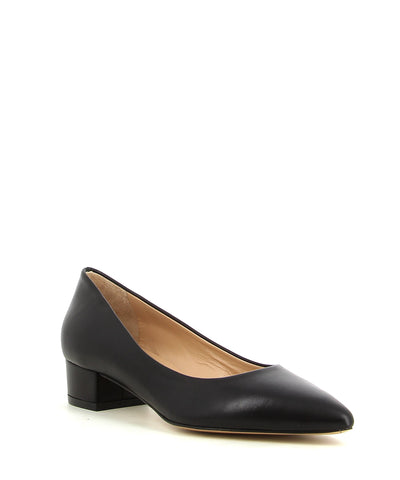 A classic black leather court shoe by ZOMP. The 'M504' features a low block heel and a pointed toe.