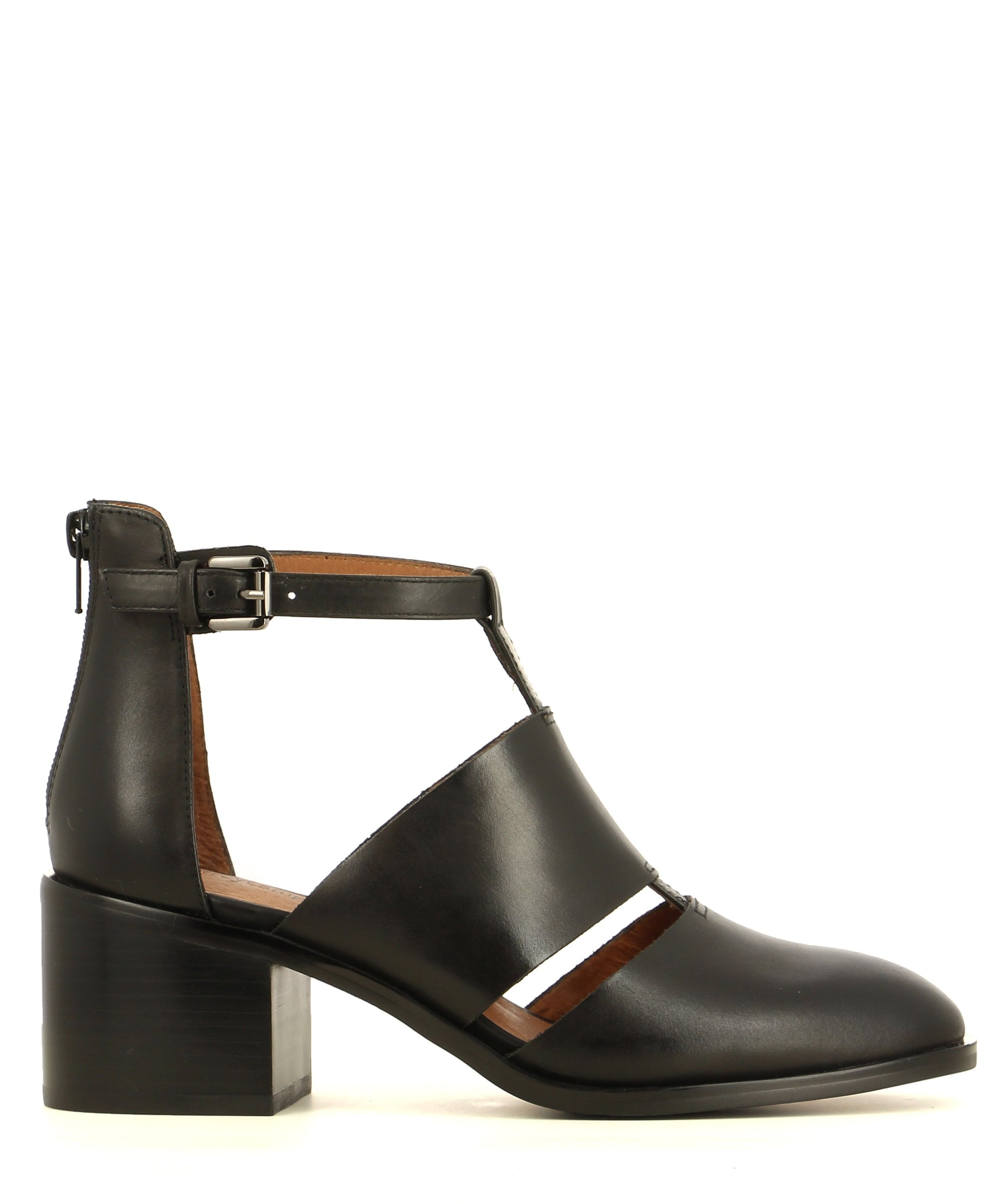 Caged black leather ankle boot with a zipper fastening and an almond toe.