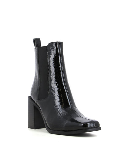 A black patent block heel Chelsea boots with inner zip fastening, a 8cm block heel and a square toe by Jeffrey Campbell.