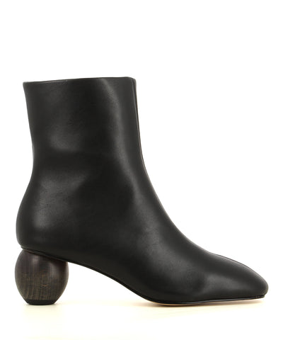 A black leather ankle with a zipper fastening, a round wood grain heel and a soft square toe. Made by ZOMP.
