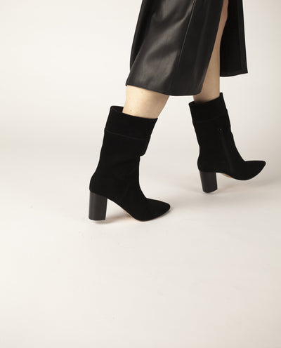 Black suede leather ankle boots that have inner zipper fastening and feature a 7 cm block heel and a pointed toe by Zomp.