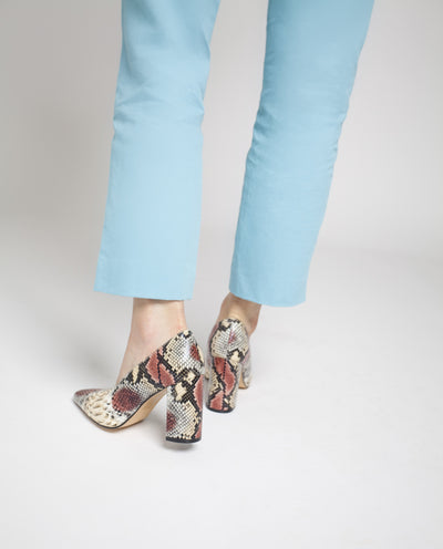 Snakeskin pumps that feature a soft square vamp, a 8.5 cm block heel and a squared pointed toe by Zomp.