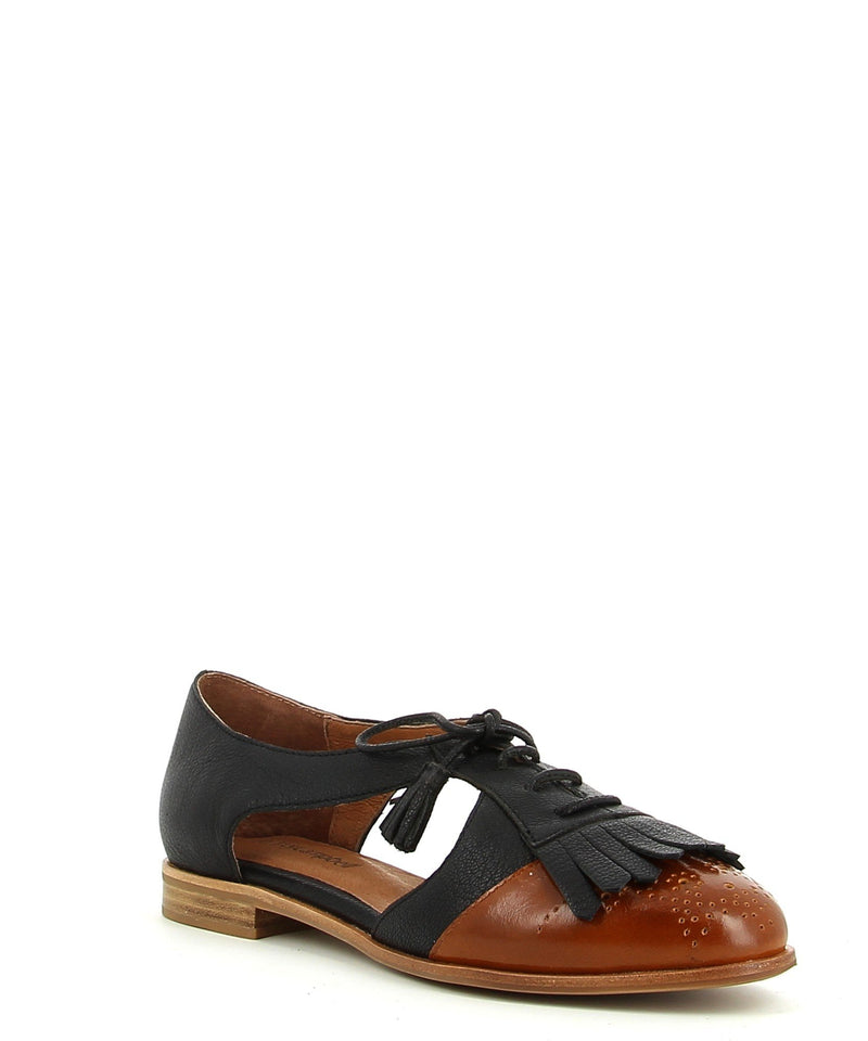 Black and tan leather brogues that has a lace-up fastening and features key-hole sides and fringe detailing, a low 1.5cm block heel and almond toe by Jeffrey Campbell.